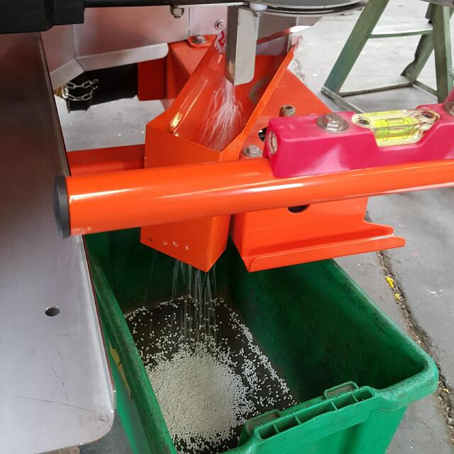 Fertilizer spreader Cal Chute