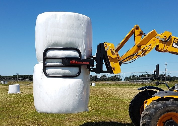 Rata softhands bale clamp for handling wrapped silage bales