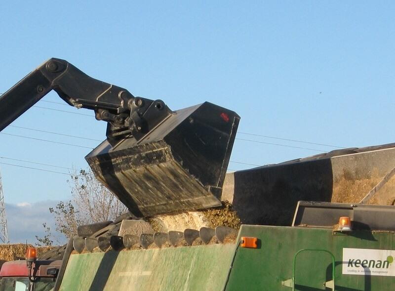 Rata Telehandler Bucket loading Keenan mixer wagon