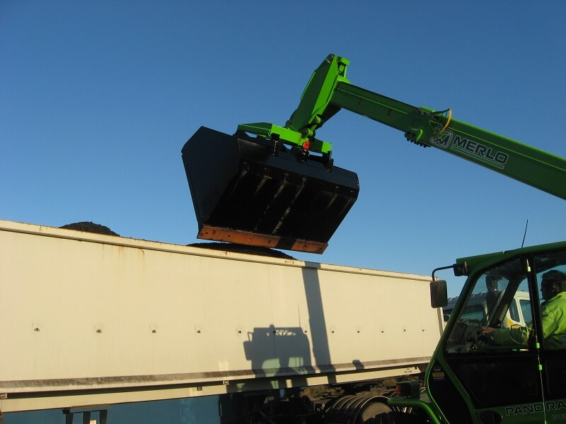 Rata Bulk Bucket emptying grain into a truck