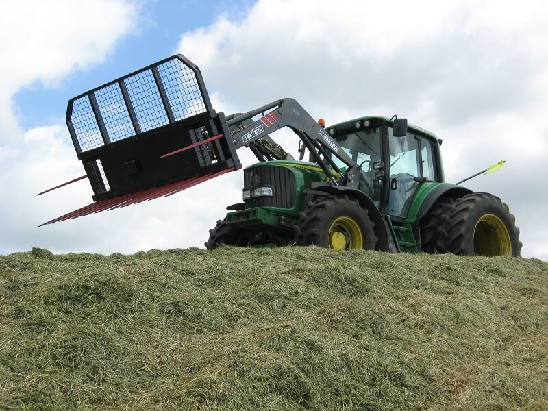 Rata Push off silage fork on top of the silage stack