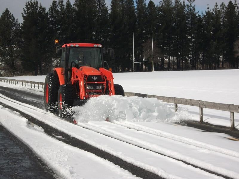 Snow Plough in Waiorou claering SH1