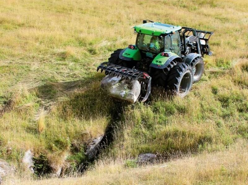 Versatile Grapple on Deutz 3 point linkage