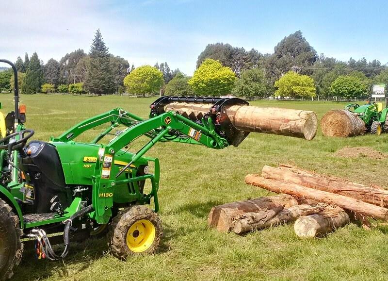 Rata Compact Versatile Grapple on Compact John Deere lifting logs