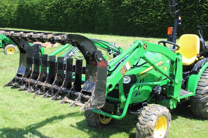 Rata Equpiment Grapple on Compact JD Loader