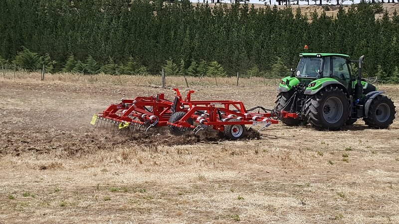 Rata 1015 tine cultivator tilling dry paddock behind a Deutz tractor