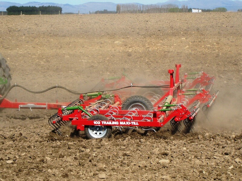 103 Trailing Maxitill with front levelling boards and rear finger tines