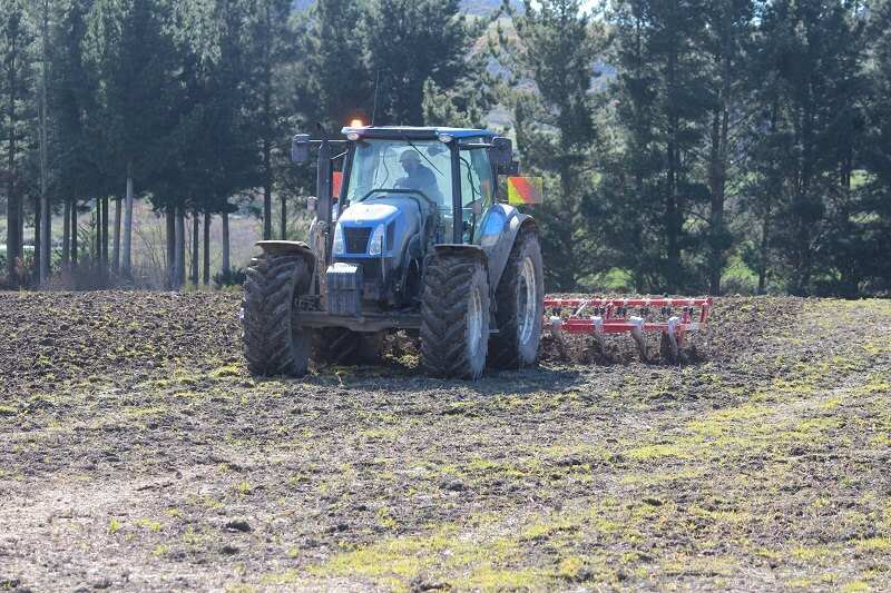 Rata 813 Centrefold on New Holland tractor