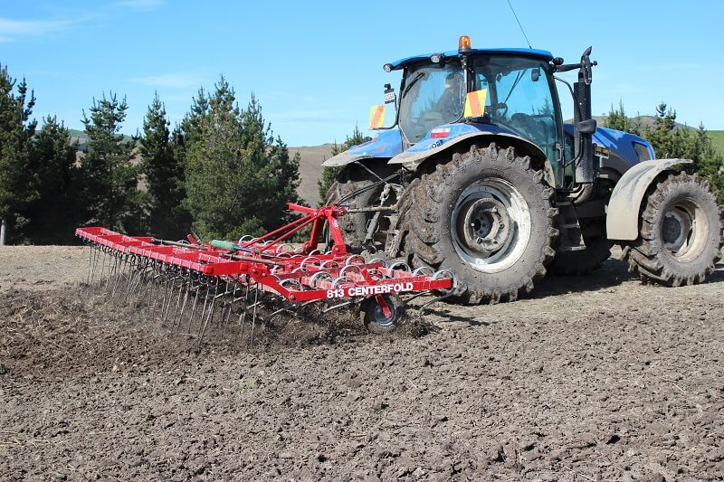 813 Centrefold cultivator with rear finger tines