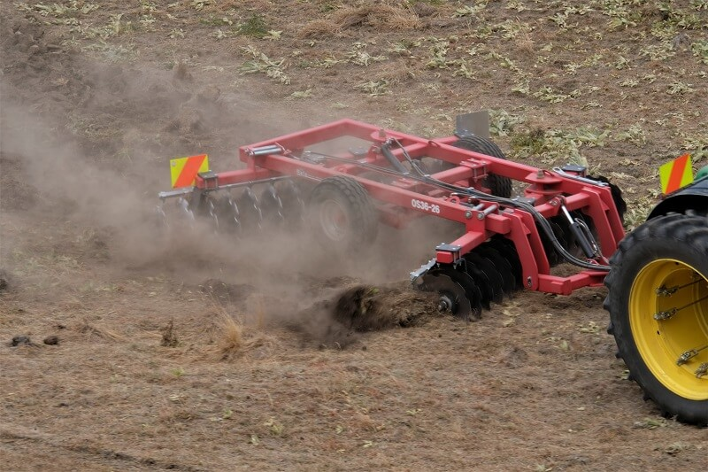 Rata Offset Disc Cultivator breaking in tough ground (2)