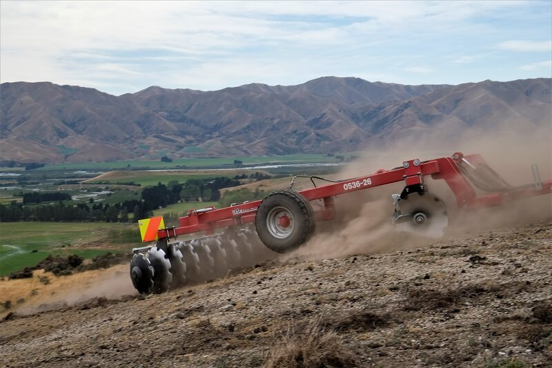 Rata Offset Disc Cultivator breaking in tough ground (3)
