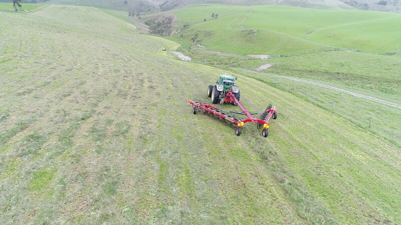 Rata CR V-Rake raking grass silage for bales
