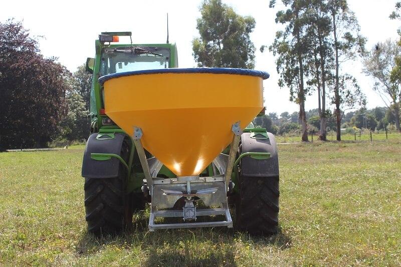 Vogal 3 point linkage fertiliser spreader