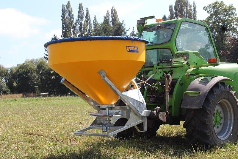 TPL750 fertiliser spreader