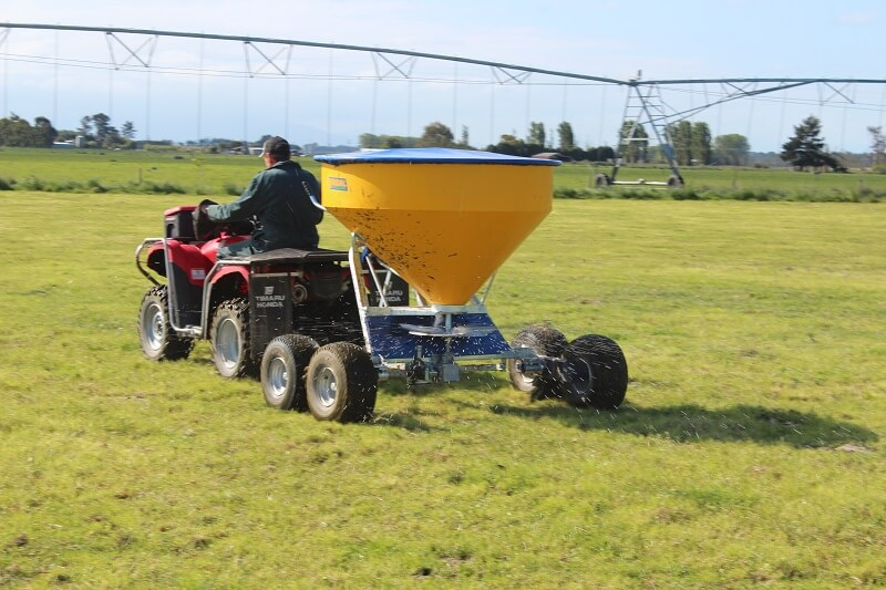 Vogal TT750 fertiliser spreader