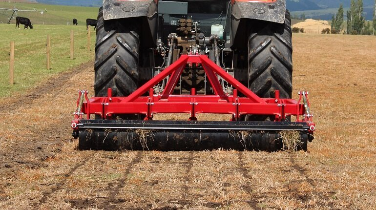 Rata Panerazer Aerator at work in dry soils