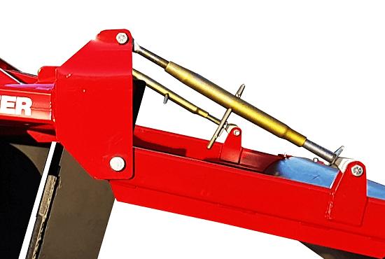 Depth control adjusters on Rata Panerazer soil aerator