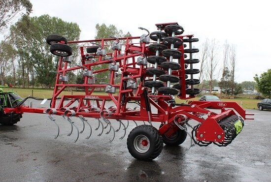 Road legal transport width of Multi Tiller