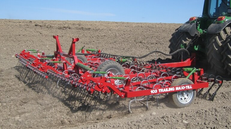 Rata 103 trailing maxitill with levelling boards and finger tines