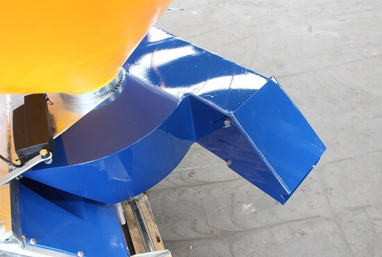 Side chute for fertiliser spreaders